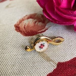 Vintage embroidered treble clef pin